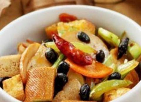 美食精选:豆豉八宝菜、黑椒香菇、蛋煎豆腐