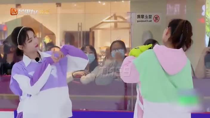 """郑希怡许佳琪冰上跳无价之姐 """"青春破浪的姐妹""""即刻成团!"""