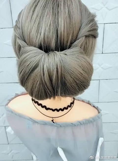 随手扎的韩式发包,时尚大方有气质,穿皮草最适合!