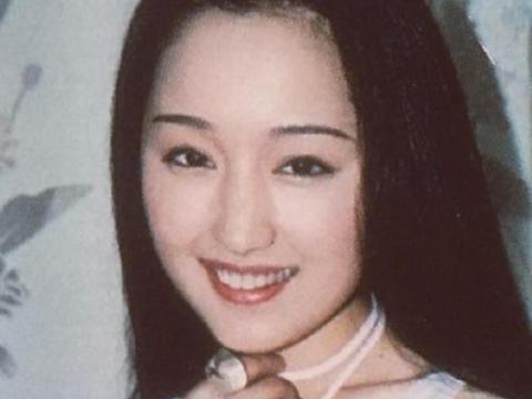 杨钰莹到底有多美?第一次上央视时,摄制组人员都被她的美貌迷倒