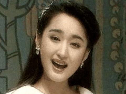 杨钰莹当年有多美?第一次上央视时,编播人员被其美貌惊艳到了!