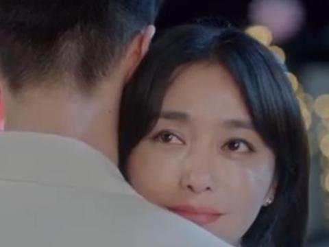 为了满足秦岚,导演找来小她20岁弟弟拍吻戏,画面酸到想脱粉