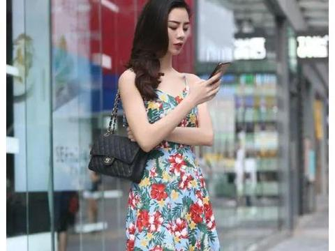 街拍:靓丽舒适的裙装,轻松帮你提升气质,让你变得优雅又迷人