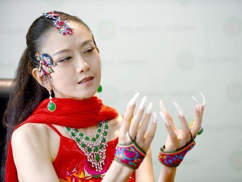 """""""男版杨丽萍"""",为跳舞成皮包骨,身价百万却生活""""不能自理""""!"""
