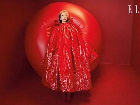 杨丞琳最新时尚大片闪耀无比,金色短发利落潇洒,红衣美艳绝伦