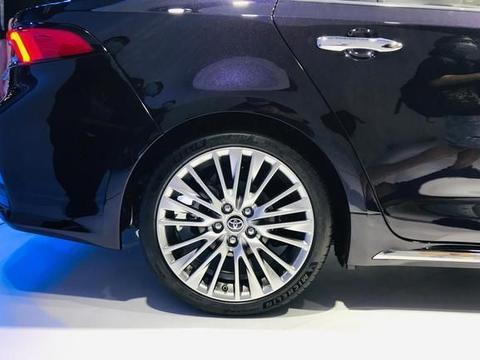 一汽丰田傲澜亮相车展,定位A+级,搭2.0L引擎,对标大众速腾