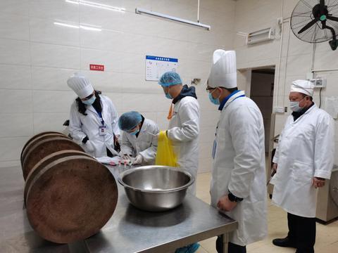 龙泉驿区市场监管局深入学校食堂开展新冠核酸抽检工作