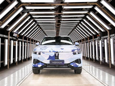 岚图汽车首款量产车型预生产下线 提供增程式/纯电动力系统