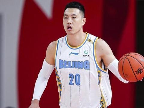 林书豪不是北京队的救命稻草!翟晓川篮板第一,暴露首钢内线问题