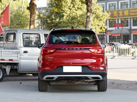 东风风光的中型SUV,轴距近2米8配1.5T,曾月销近2万辆