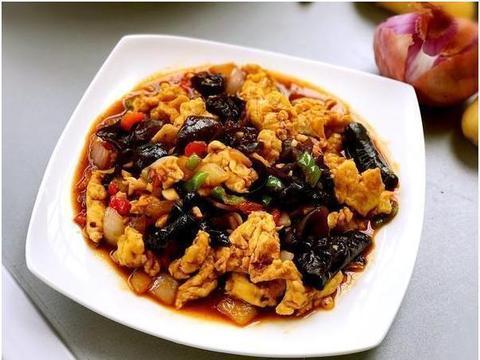 美食精选:木耳滑蛋、鱼香鸡蛋、丝瓜蒸香肠