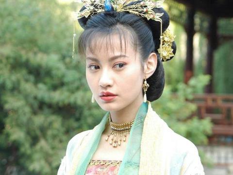 演员杨雪晒出自己的家,可能是古装剧拍多了,家里一股复古气息