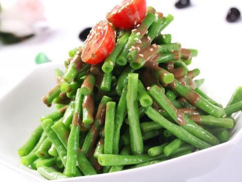 家常凉拌推荐:凉拌豇豆,葱油金针菇,西芹拌腐竹,清爽解油腻