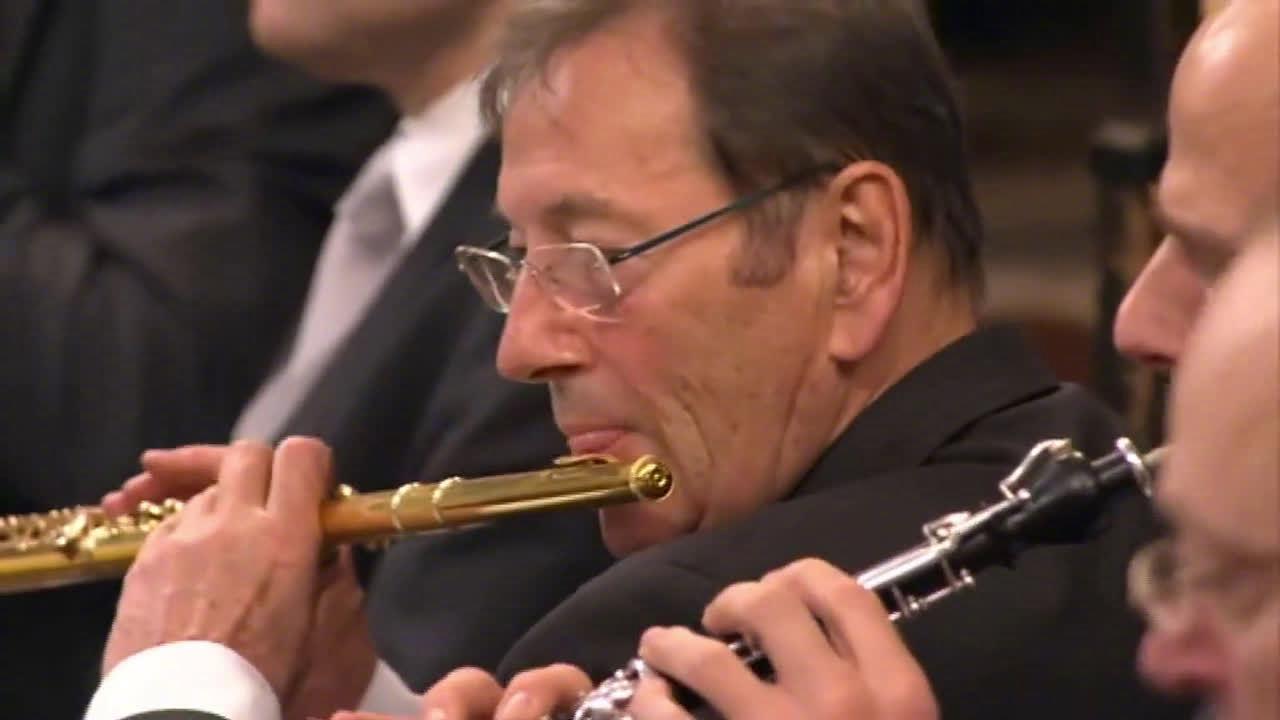 2010年维也纳新年音乐会:小约翰-施特劳斯《 蝙蝠序曲》……