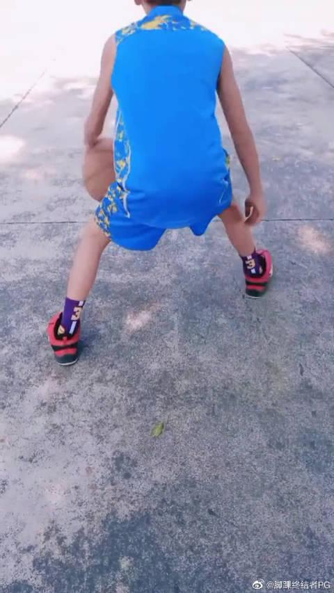 小孩子每周末的篮球锻炼,坚持就是胜利