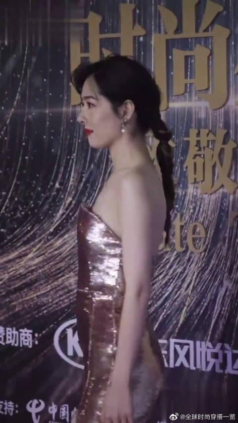女明星郭碧婷盛装出席活动,越来越漂亮了!大秀好身材!