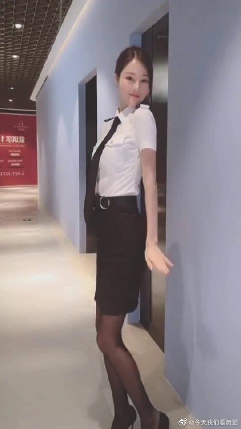 空姐女神的完美热舞,是不是快升机长了?