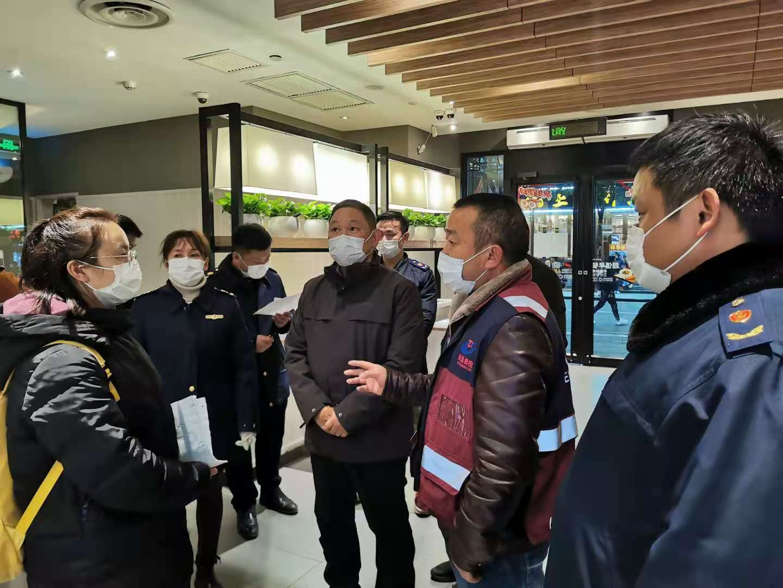 凤凰县部门联动连夜开展冷链食品专项整治和防控消毒工作