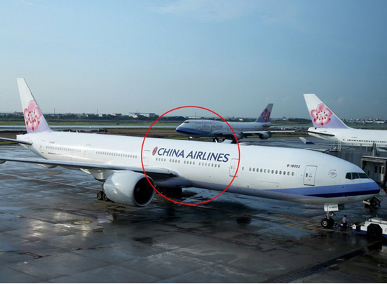 """被逼改名的华航机身新涂装曝光,英文名""""CHINA AIRLINES""""缩小且后移至机尾,岛内网友:多此一举"""