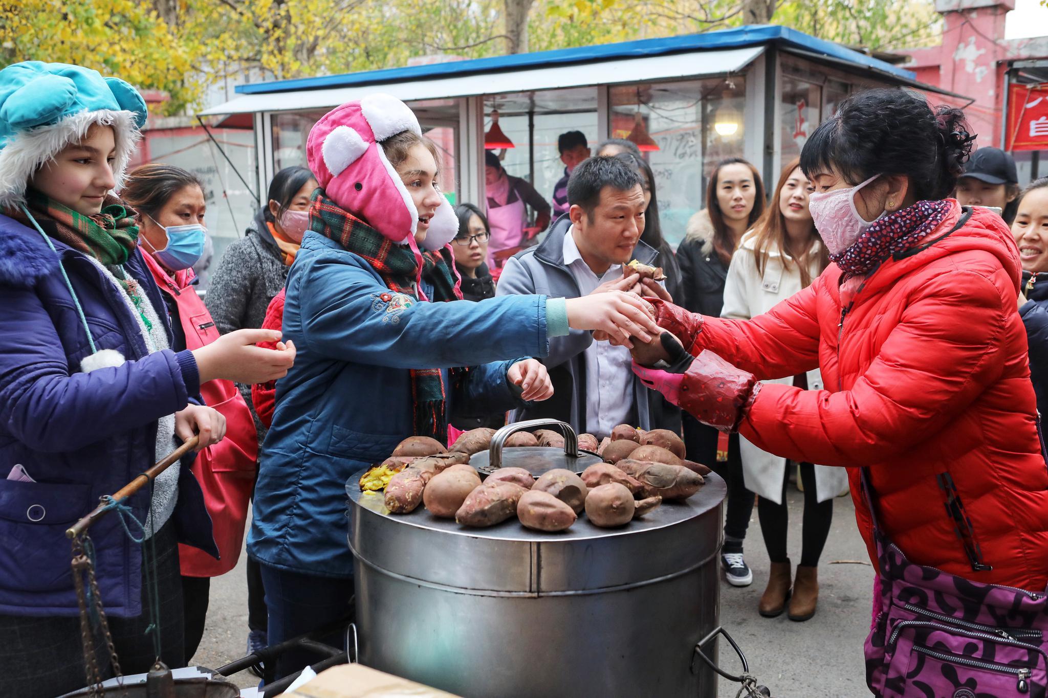 青春的梦想 青春的奋斗 | 金发小妞卖地瓜——一对美国姐妹的中国梦