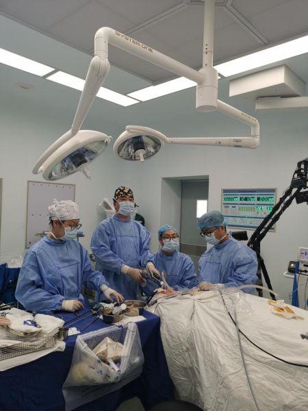 """甲状腺癌手术切口竟在牙龈 专家:手术""""腔镜化""""成年轻女患者福音"""