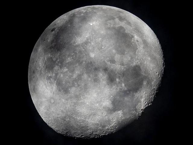 NASA为登月任务组装火箭:计划明年首飞