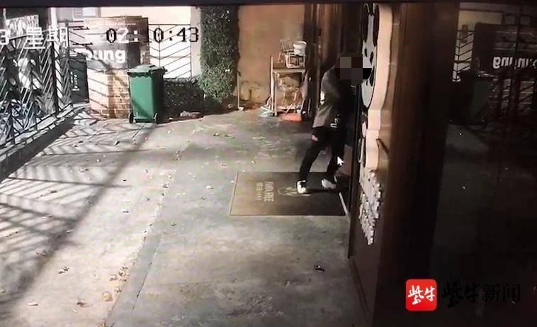 「视频」蟊贼盗窃路边店自认为天衣无缝 警方查看100多小时监控视频破案