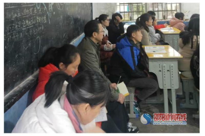 隆回县花门街道曾家坳中学英语组全体教师参加送教下乡活动