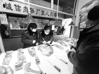 太原杏花岭区市场监管局三桥监管所执法人员对辖区生肉市场进行检查