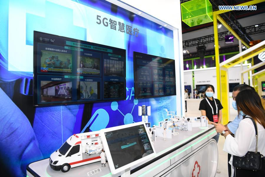 Visitors learn about 5G-supported intelligent medical services at a 5G-themed exhibition held during the World 5G Convention in Guangzhou, south China's Guangdong Province, Nov. 26, 2020. The 2020 World 5G Convention kicked off in Guangzhou Thursday, during which world-renowned infocom scientists, 5G service providers and 5G application adopters will exchange ideas on aspects of cutting-edge technologies, industrial development trends and innovative applications in 5G industry. (Xinhua/Deng Hua)