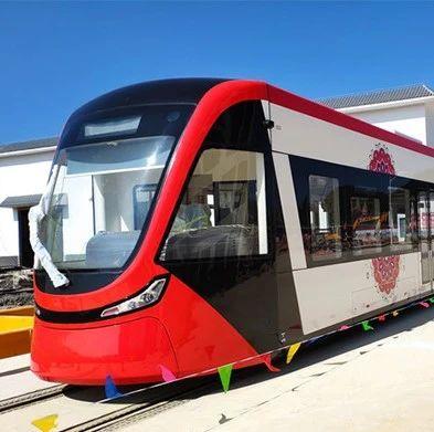 首批云南制造现代有轨电车亮相文山,游普者黑更方便啦
