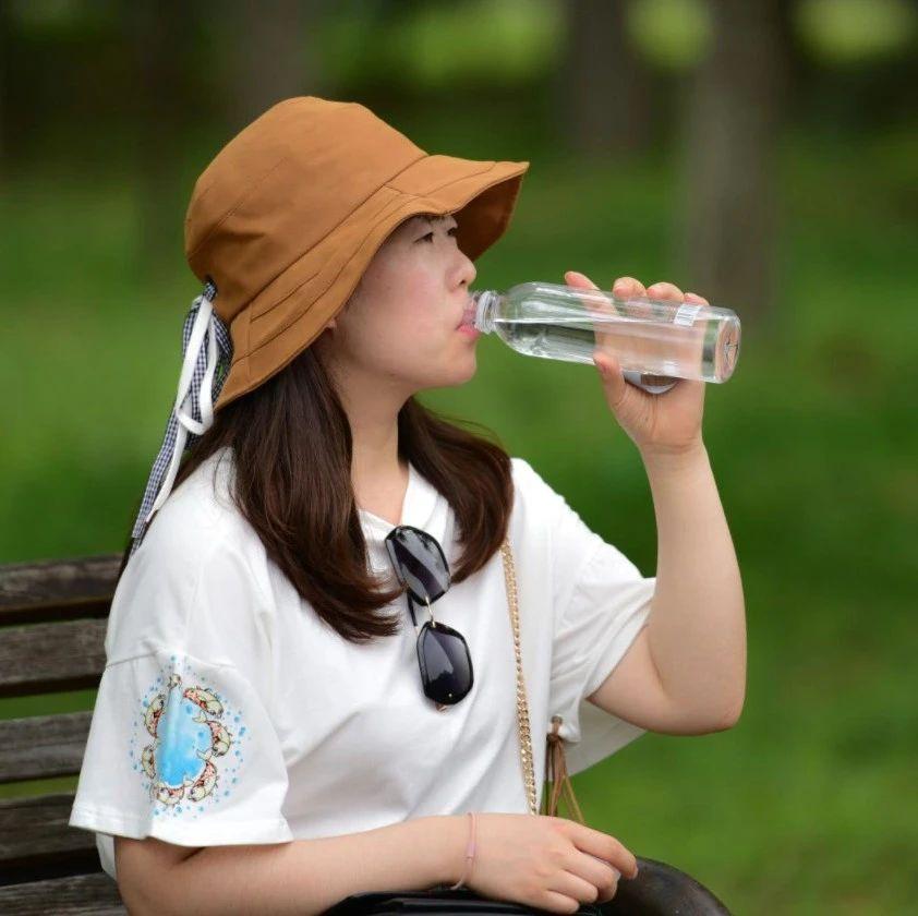 吃饭,到底能不能喝水?协和医院消化内科医生给出了答案!