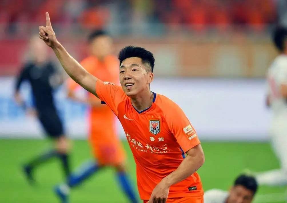 众多中超豪门让新人踢足协杯,网友调侃送足协杯冠军给山东鲁能!