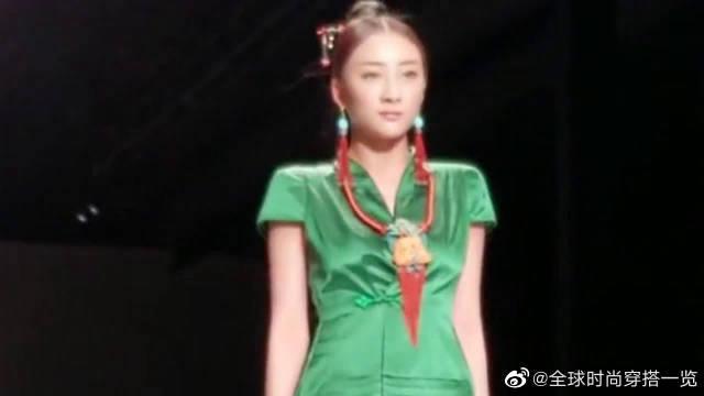 中国服装,走上巴黎时装秀,对比之下才明白…………