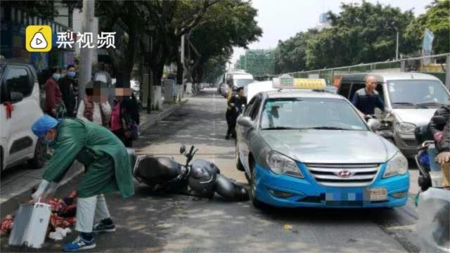"""骑手被出租车乘客""""开门杀""""后离世……"""
