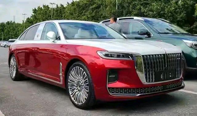 新款加长版红旗H9亮相,3.0T+双色车身,豪华不输新款A6