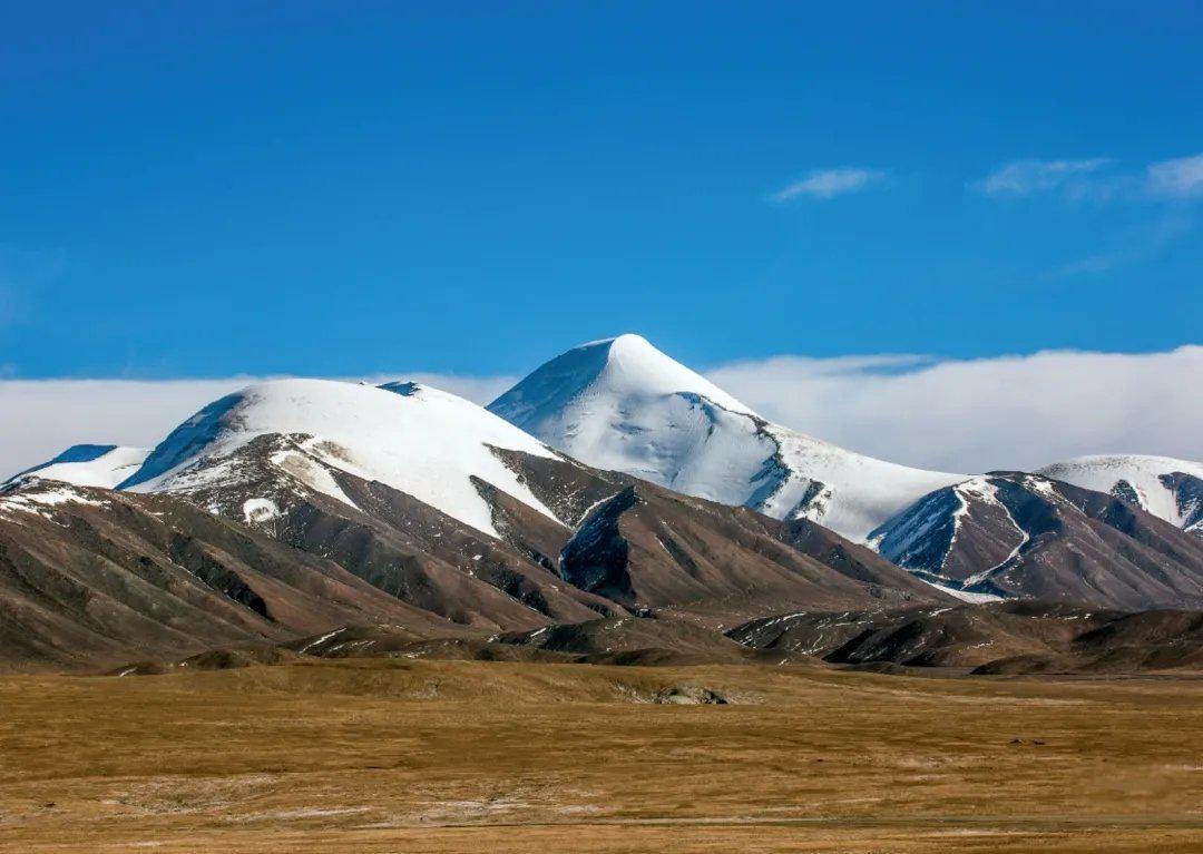 这里位于青藏高原的腹地 雪峰扶摇,苍山无语…………