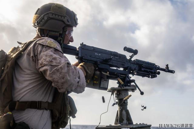 《【二号站平台主管待遇】美国荷兰海军陆战队联合训练 乘坐橡皮艇巡逻 精确打击水面目标》