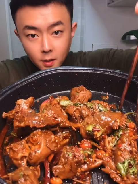 周郎探店: 街头小吃下酒菜凉拌麻辣鸡头