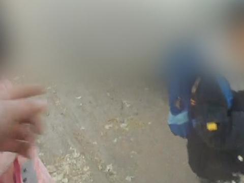 辽宁朝阳有人被抓,竟然酒驾开报废车,还超载带孩子!