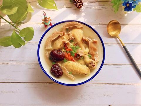 立冬后多喝猪肚鸡汤,营养丰富,做法简单,一碗下肚胃暖身暖
