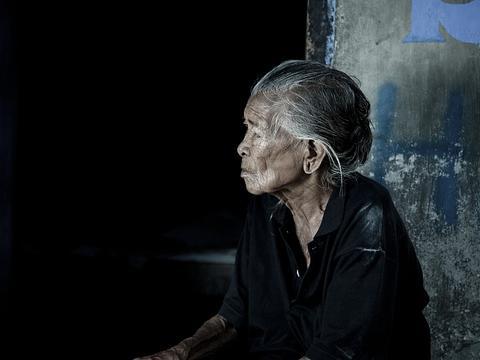 辽宁93岁老人将6名子女告上法庭,要求支付赡养费,子女不服上诉