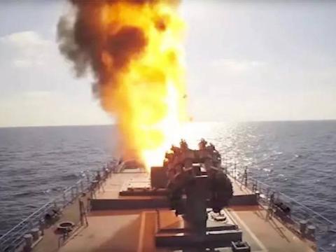 美军战舰闯入俄领海,俄军动员10艘军舰响亮回应,引越南人称赞