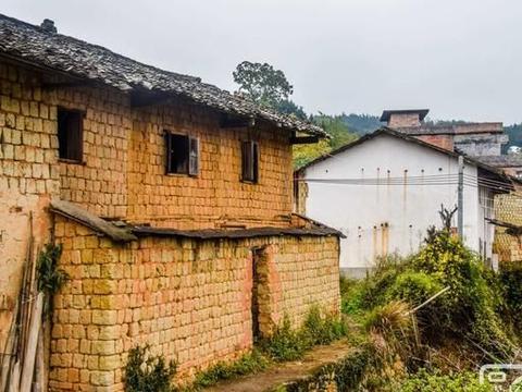 广东坪田迳洞村的老屋,地处粤北大山里故乡景色,南雄如今已少见