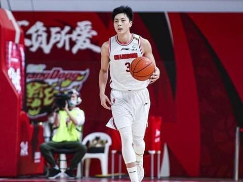 联盟第一!广东宏远22岁国手爆发一季,杜锋打造魔球少年