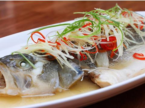 不管蒸什么鱼,切记不要放精盐和料酒,教你一招,鱼肉鲜嫩无腥味