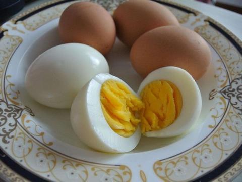 煮出来的鸡蛋,蛋黄变成了绿色,吃了会危害健康?