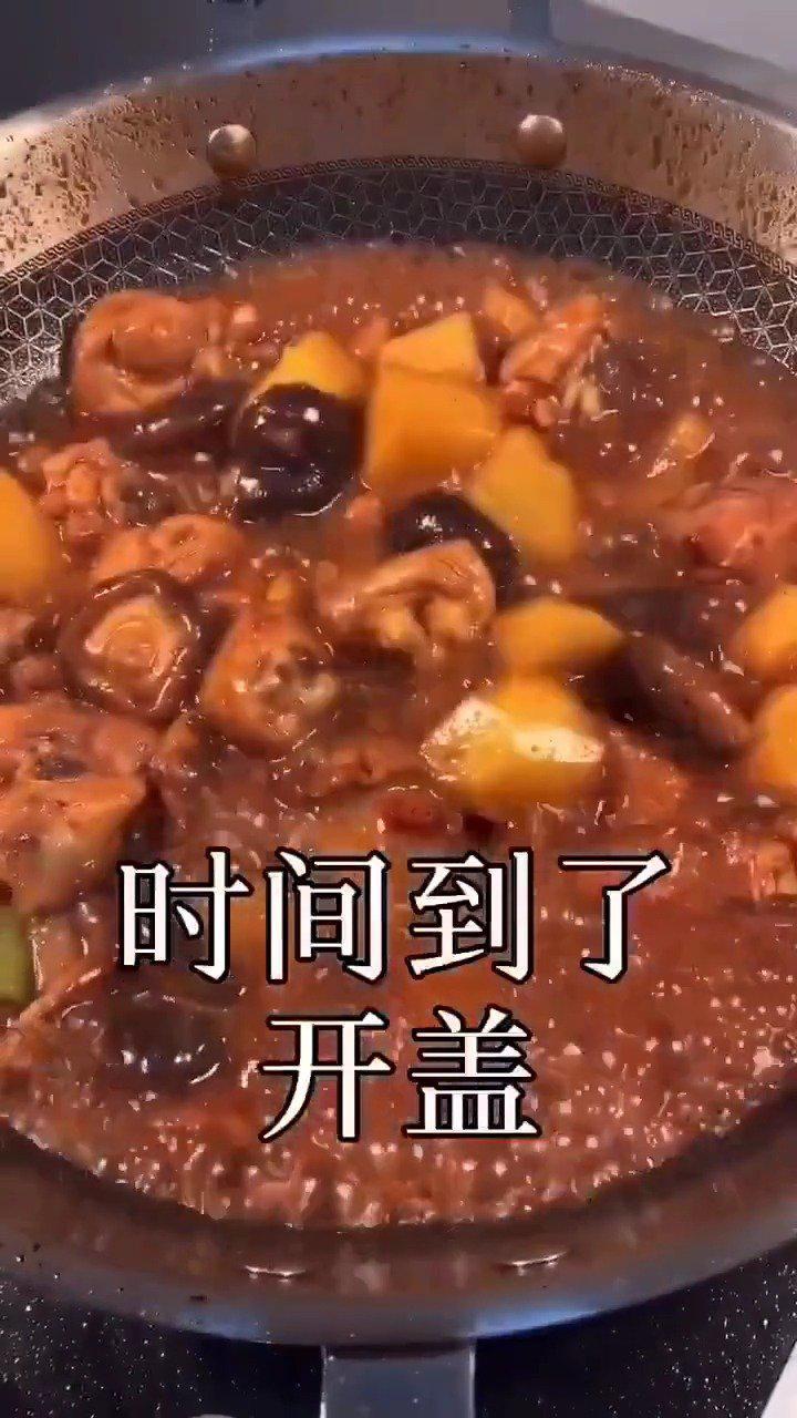 教你做简单又好吃的黄焖鸡做法,汤汁浓郁,上桌汤汁都不剩!