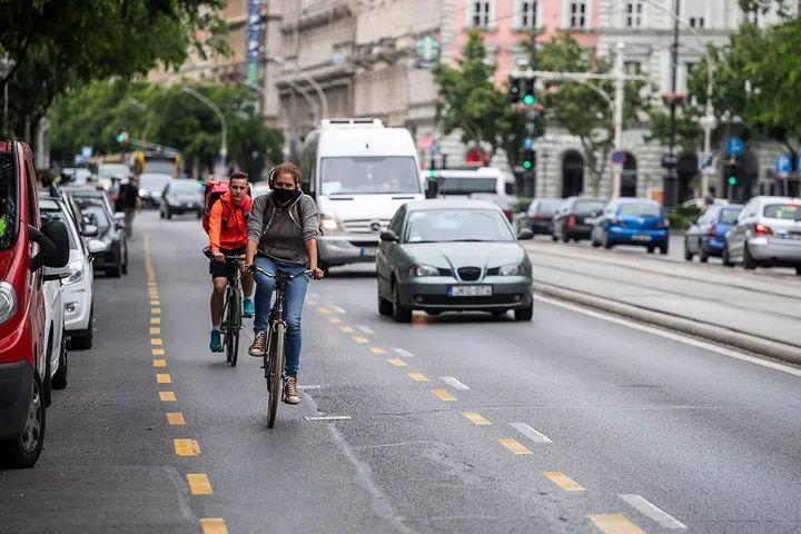 喜欢骑自行车上下班的布达佩斯市长受指责