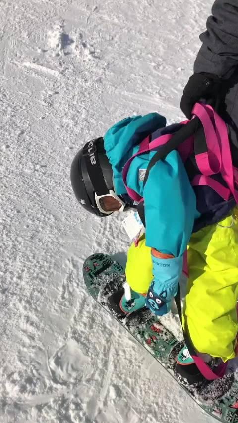 2岁时滑雪半路睡着,让你老父亲抱着从高级道滑下来……